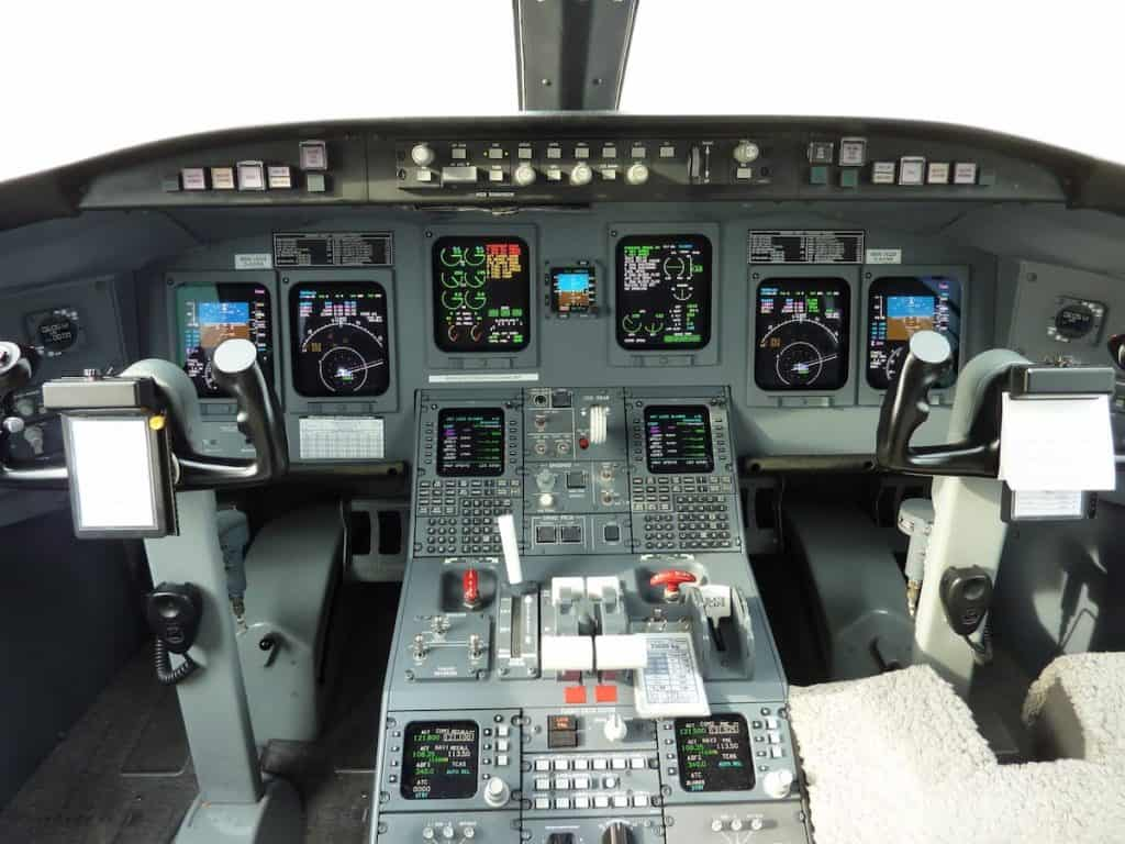 crj900 cockpit copy